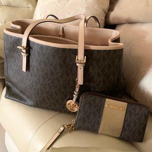 Michael Kors Handbag Wallet set.  Very nice